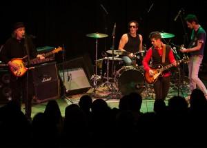 Clique na foto para assitir o vídeo da banda