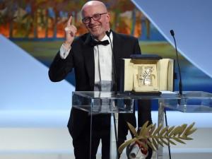 O diretor francês Jacques Audiard discursa após ser premiado com a Palma de Ouro