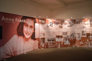 Gold-Museum-Anne-Frank-exhibition-no-people-May-2013