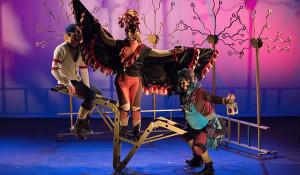 Espetáculo Nina, o monstro e o coração perdido – Foto Ed Oliveira